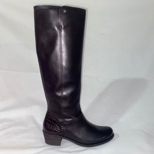 NEW UGG Heeled Leather Boots with Fuzzy insideS5.5